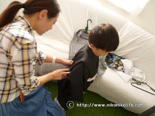 袴の着付け中-min
