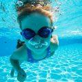 プールで少しだけ顔つけができた!お父さん先生の水泳教室